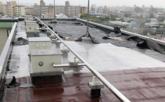 台風・ゲリラ豪雨 防水対策・防水層飛散防止対策